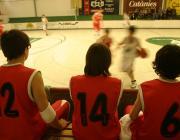 Imatge de nens jugant a bàsquet