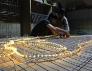Preparant els llums de nadal del Raval. Font: #RavalKm0
