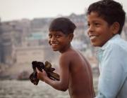 Nens de l'Índia jugant, Font: lafotodelmoment.blogspot.com