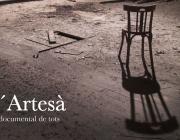 Imatge d'una cadira al terra de l'escenari del teatre del Centre Artesà