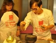 El cuiner Ly Leap preparant una de les receptes