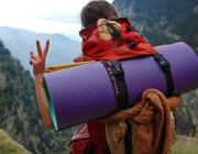 Membre d'un agrupament escolta durant una excursió. Foto: Martí Colomer / MEG