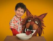 Nen amb màscara de llop. Fotograma del vídeo de l'Ass. Menjadors ecològics