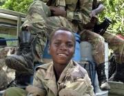 Nen soldat. Imatge CC BY-NC-ND 2.5 ES de: http://igualdad3000.blogspot.com.es
