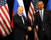 Vladimir Putin i Barack Obama es donen la mà. Font: Wikipedia