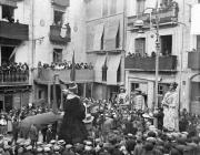 Entrada de les autoritats a l'Ajuntament de Berga (1924)