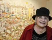 Pilar Bayés en una exposició de les seves il·lustracions