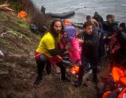 Socorristes voluntaris efectuant tasques de salvament a Lesbos. Font: Proactiva Open Arms