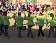 Alumnes de l'escola Balmes de Mataró participant al projecte el 2015