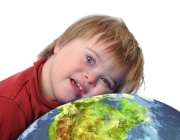 Imatge d'un infant amb síndrome de Down. Font: Wikimedia