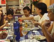Fotograma d'un vídeo del projecte La Família del Costat