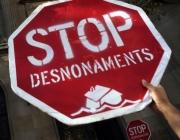 Senyal Stop, amb el missatge Stop desnonaments. Font. web pahbarcelona.org