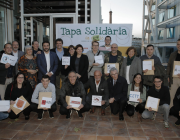 Foto de grup de participants en aquesta edició de la Tapa Solidària