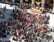 Un gran grup de joves davant d'un escenari a una trobada de caps de Manresa, 2011