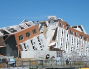 Edifici destruït després d'un terratrèmol. Font: Wikimedia