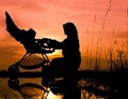 Dona amb un cotxet. Font: Peace Trail