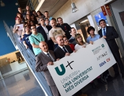 Els/les 21 joves que participen al programa UniversiMÉS. Foto del Flicker de la FUB