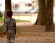 Nen sol. Font: eldiario.es
