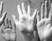 Imatge mans enlaire