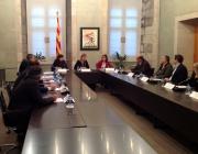Imatge de l'Imatge de la vicepresidenta amb els signants del codi de bones pràctiques. Font: web gencat.caten que es va signar el codi. Font: web gencat.cat