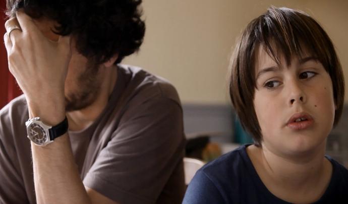Imatge del pare i el fill durant el documental