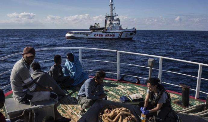 Open Arms denuncia el bloqueig del vaixell a Barcelona