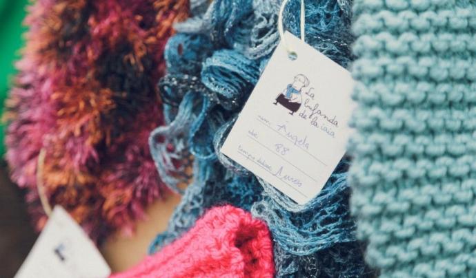'La bufanda de la iaia', projecte d'economia social d'Amics de la Gent Gran. Font: La bufanda de la iaia