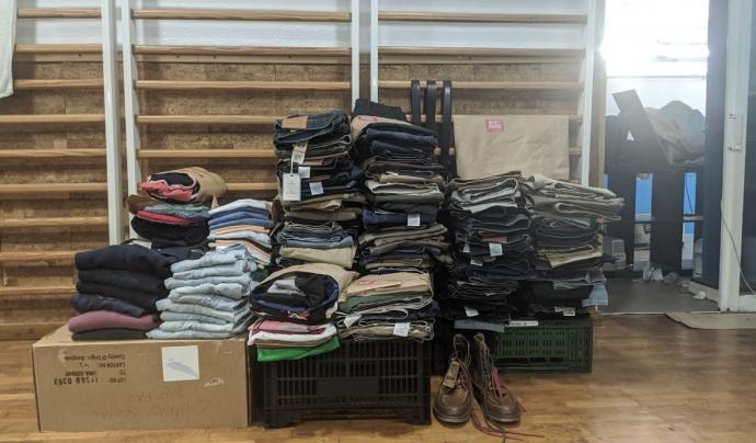 El veïnat ha sigut clau en la donació de roba.  Font: Gimnàs Social Sant Pau