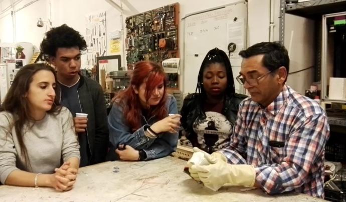 El programa Breakers busca persones interessades en fer un voluntariat amb joves en situació de vulnerabilitat