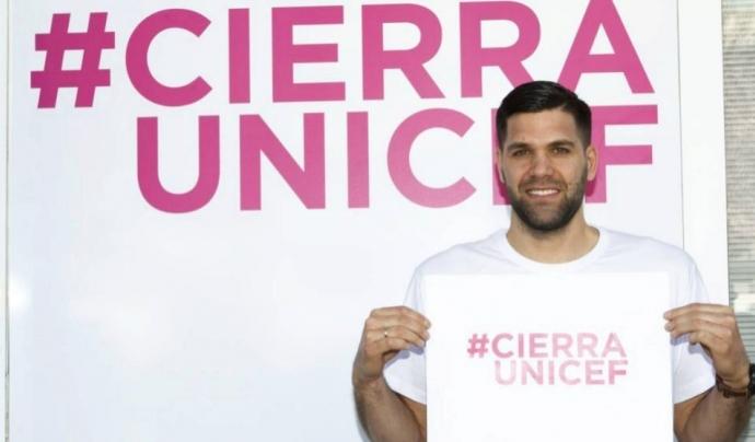 El jugador de bàsquet, Felipe Reyes, donant suport a la campanya #CierraUnicef