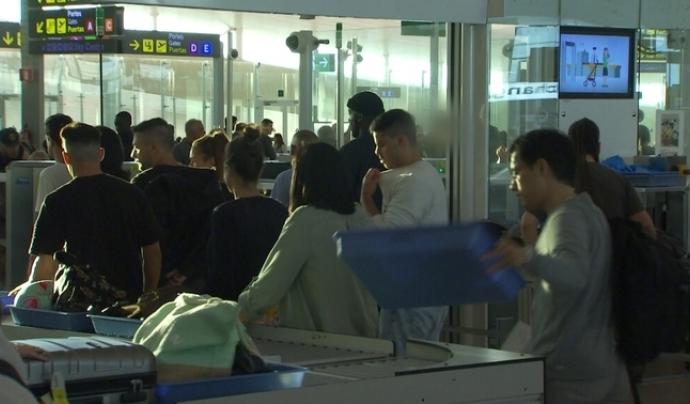 La vaga del personal d'Eulen, a l'aeroport del Prat, és un exemple del malestar que produeixen els contractes 'low cost' Font: CCMA