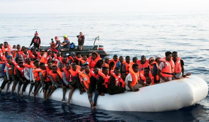Moltes persones immigrants arriben per l'estret de Gibraltar