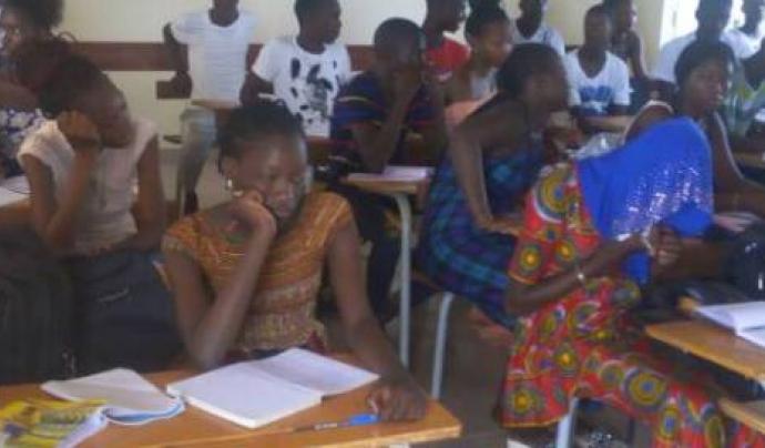 Projecte educatiu al barri de Thiagore, Senegal Font: Futbol Solidari