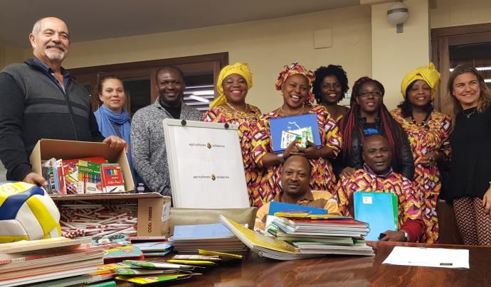 Recollida de material escolar a Lleida per a una escola del Camerun  Font: Fundació Pagesos Solidaris