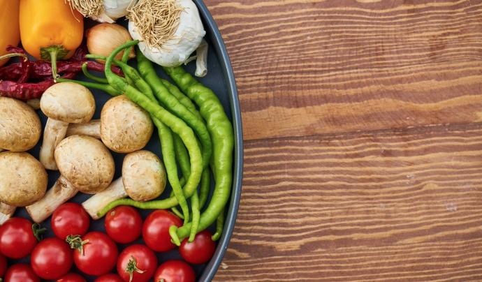 En termes dietètics, el veganisme esdevé la pràctica de prescindir de tots els productes derivats total o parcialment d'animals. Font: Pixabay (Llicència CC).