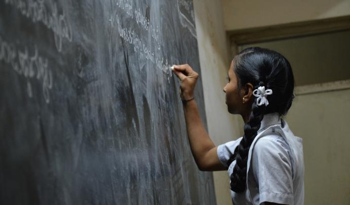 L'abandonament escolar es produeix majoritàriament en l'alumnat en situació de vulnerabilitat. Font: Unsplash. Font: Font: Unsplash.