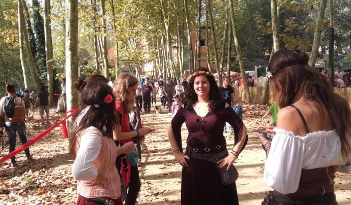 Les dansaires del Canyamars medieval escalfen motors abans d'una actuació