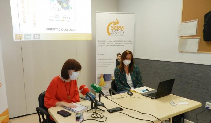 La presidenta d'Aspid, Bibiana Bendicho, i la directora del Servei d'Integració laboral de l'entitat, Lídia Méndez, durant la presentació del balanç 2020 Font: Aspid