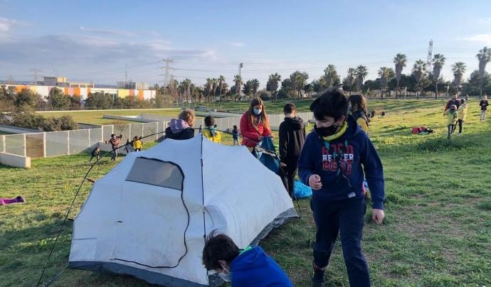 Dormir fora de casa i en tenda és tota una aventura per als més menuts. Font: AEiG Sant Ramon Nonat - Minyons Escoltes i Guies de Catalunya