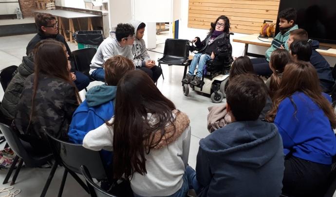 Des d'ECOM es fan xerrades de sensibilització amb joves