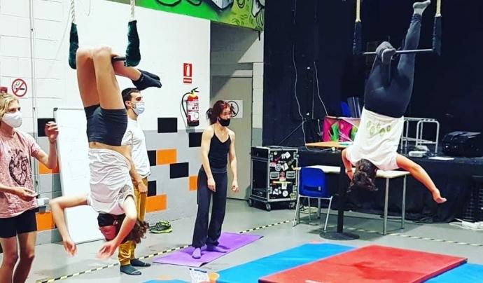 El taller de circ és un dels més exitosos de Nau 4 Espai Jove. Font: Associació Batibull