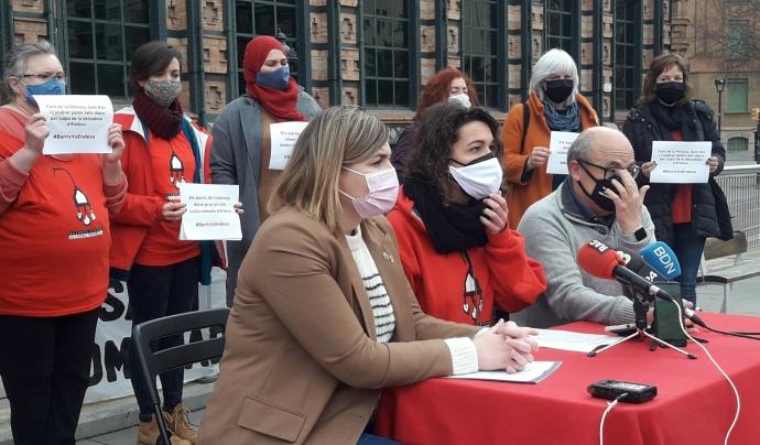 L'APE i representants de Figueres i de Plataforma Sant Roc Som Badalona el desembre passat denunciant els talls indiscriminats. Font: Sònia Pau