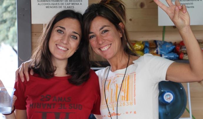 Dues persones a la cafeteria de comerç just de SETEM Catalunya