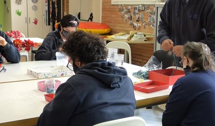 El Centre Ocupacional ofereix tallers de treballs manuals. Font: Paula Gil