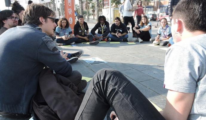 Joves d'esplais i caus participant a la presentació de la guia 'Entre Terres'