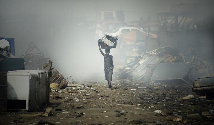 """""""Kids of Sodom - E-waste in Ghana"""" de BRS MEAS (CC BY-NC-SA 2.0)  Font: BRS MEAS (CC BY-NC-SA 2.0)"""