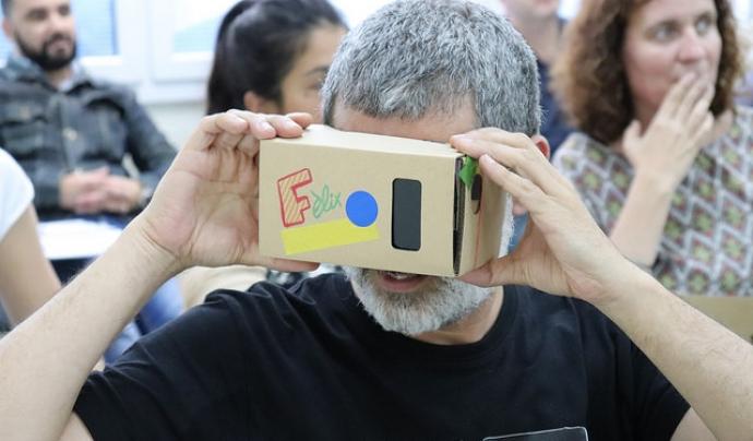 Quines possibilitats ofereix la realitat virtual per fer viure experiències a joves, gent gran, pacients...?