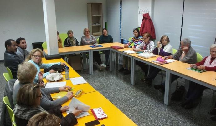A l'Associació es fan diverses activitats enfocades a l'alfabetització de persones adultes. Font: Associació Cultura viva Santboiana