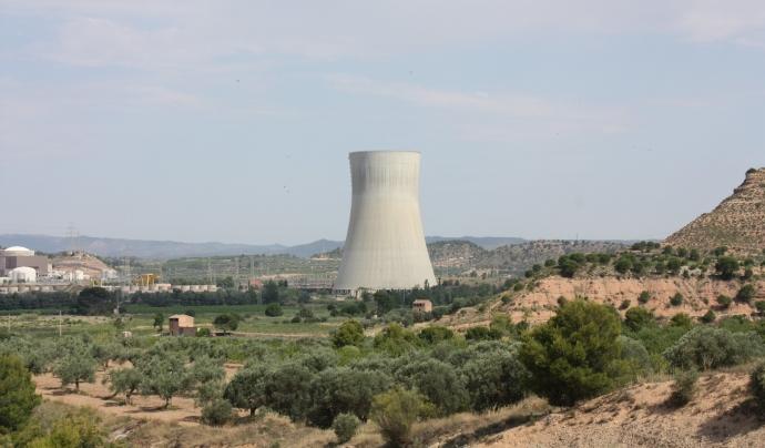 Torre de refrigeració de la central nuclear d'Ascó. Font:  faustonadal (CC BY-NC-SA 2.0)