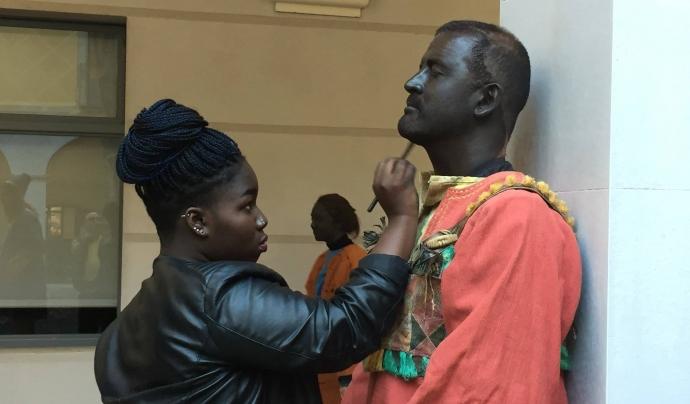 A molts municipis catalans es continua pintant la cara de negre a persones blanques per representar al rei Baltasar. Aquesta pràctica es coneguda com 'blackface' Font: Casa Nostra Casa Vostra (Facebook)